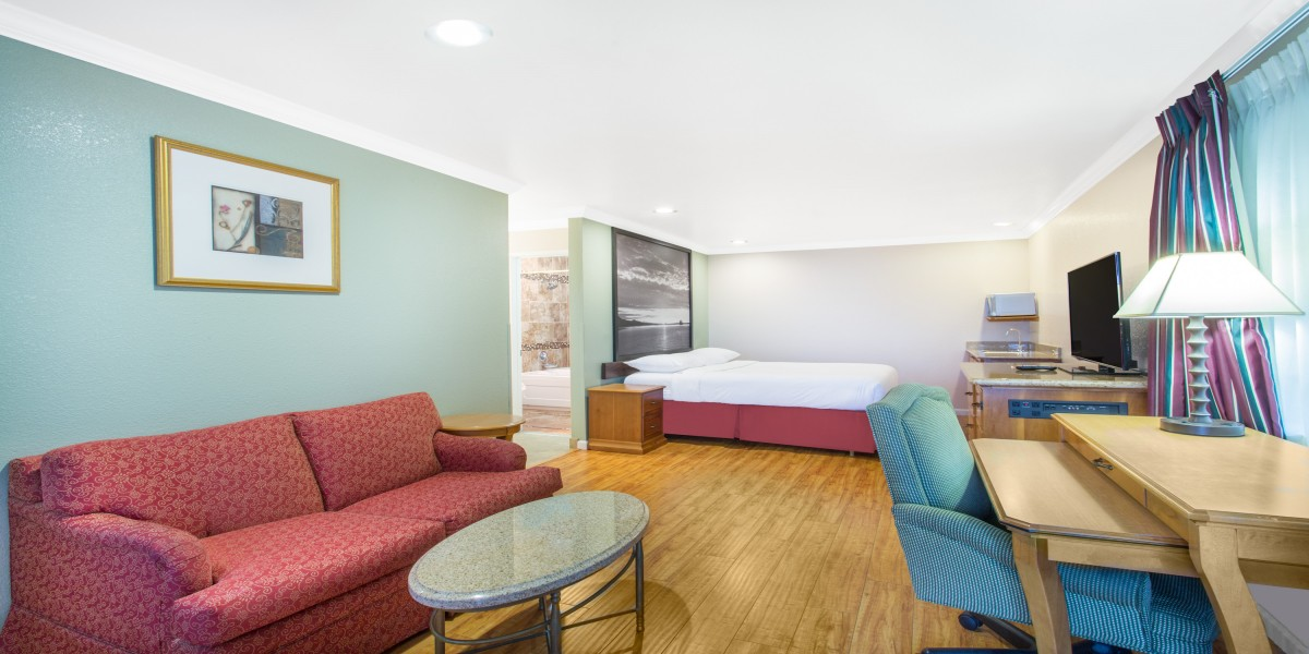 1 King Bed Suite - Non Smoking