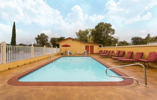 Super 8 Upper Lake - Outdoor Pool