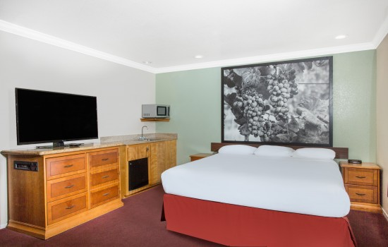 Super 8 by Wyndham Upper Lake: 1 King Bed, Non-Smoking